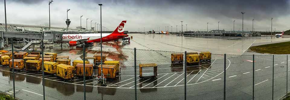 Weather at the airport: rain affecting flight delays